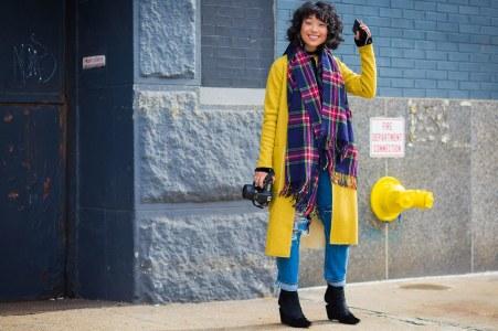 fashion-2016-02-yellow-plaid-scarf-bright-coat-style-du-mode-main