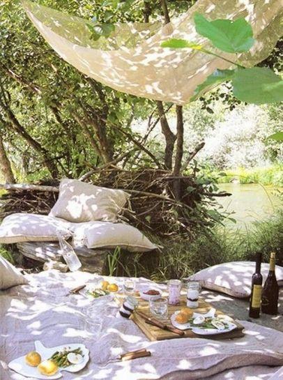 97693991d763f8d14d389d7e0dd8f7c9--romantic-picnics-a-romantic